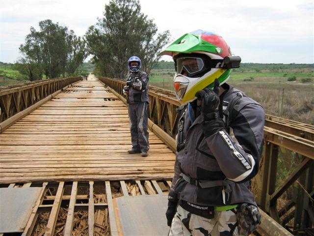 ponte destruida